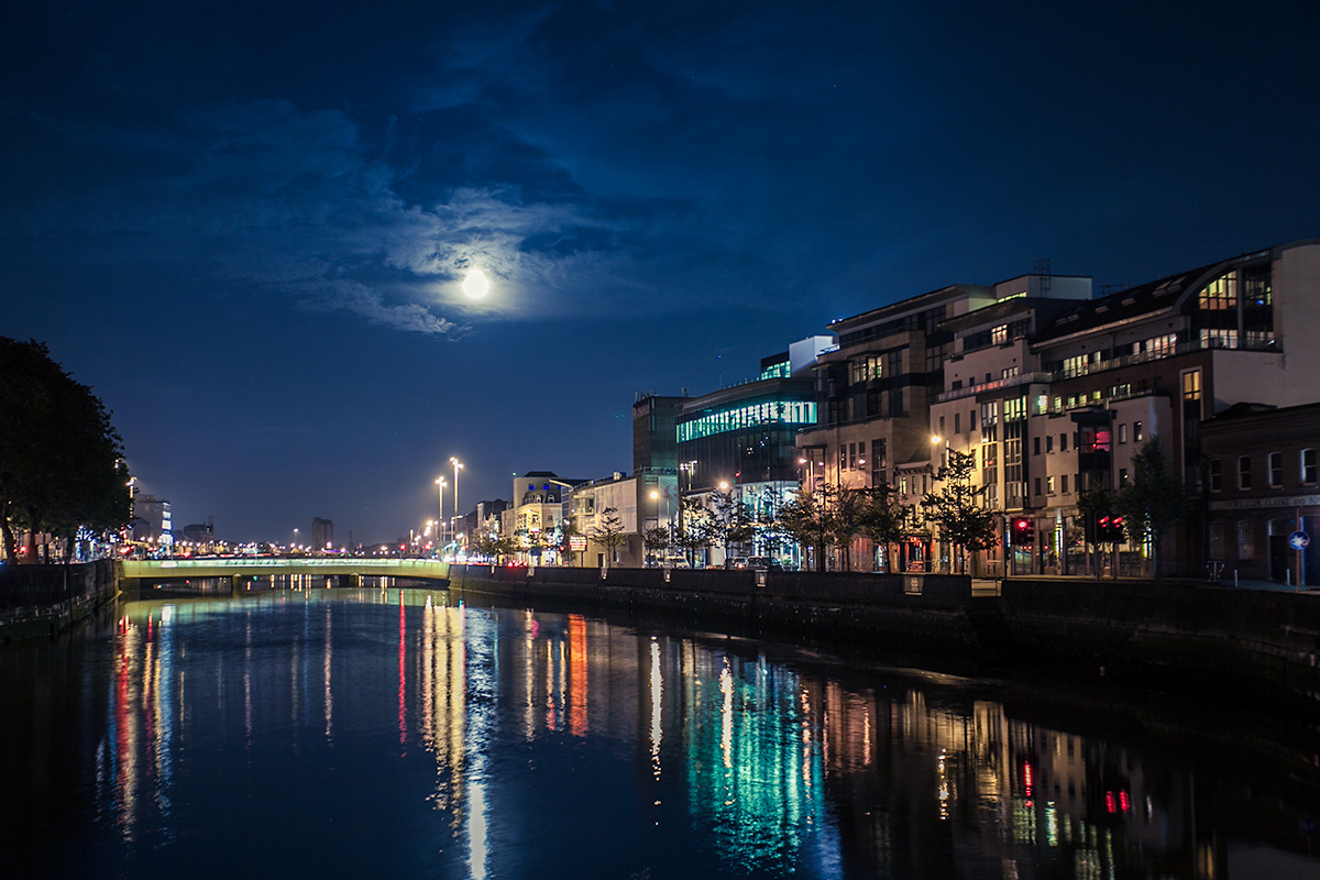 cork-supermoon